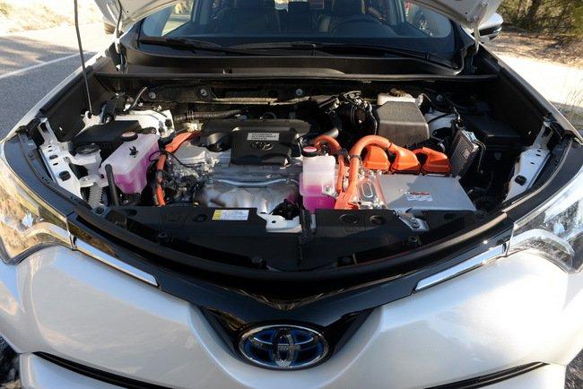 Тест-драйв Toyota RAV4 Hybrid: майбутнє не за горами Тест-драйв (фото) - фото 4