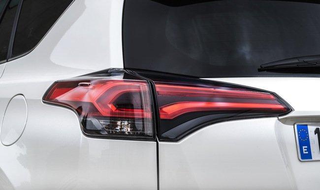 Тест-драйв Toyota RAV4 Hybrid: майбутнє не за горами Тест-драйв (фото) - фото 7