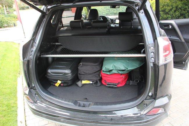 Тест-драйв Toyota RAV4 Hybrid: майбутнє не за горами Тест-драйв (фото) - фото 9