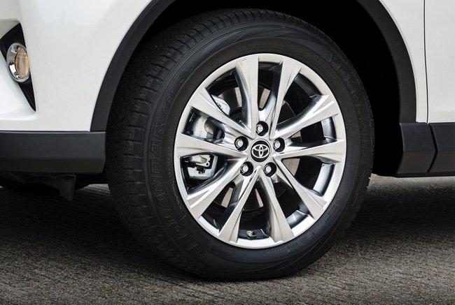 Тест-драйв Toyota RAV4 Hybrid: майбутнє не за горами Тест-драйв (фото) - фото 10
