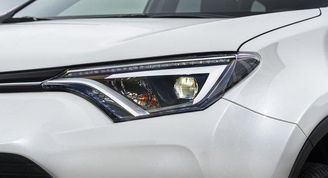 Тест-драйв Toyota RAV4 Hybrid: майбутнє не за горами Тест-драйв (фото) - фото 5