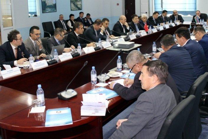 В морском порту Актау проходит рабочая встреча с представителями государственных органов Казахстана, Турции и Азербайджана по обсуждению вопросов упрощения таможенного администрирования (фото) - фото 1