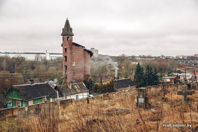 Фоторепортаж из гродненского «Замка Дракулы» - одного из самых высоких и необычных коттеджей в Беларуси (фото) - фото 1