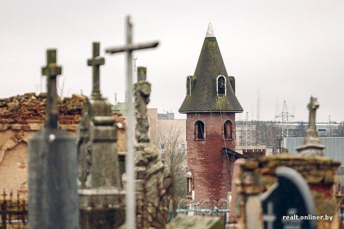 Фоторепортаж из гродненского «Замка Дракулы» - одного из самых высоких и необычных коттеджей в Беларуси (фото) - фото 8