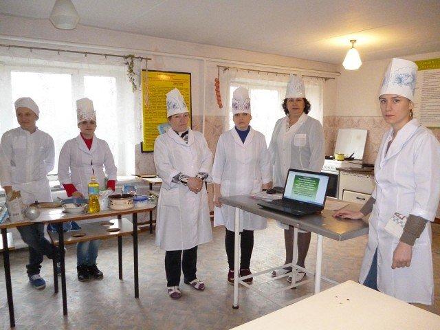 В Белицком профессиональном лицее готовили блины (фото) - фото 1