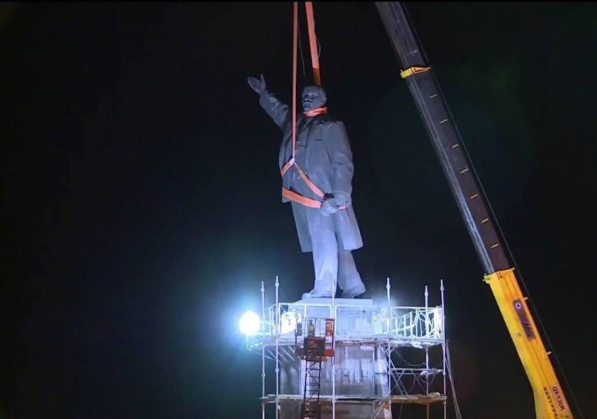 Утром 17 марта памятник Ленин в Запорожье продолжал стоять (фото) - фото 1