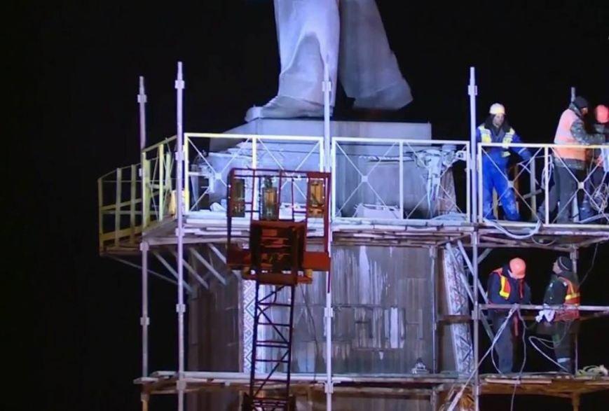 Утром 17 марта памятник Ленин в Запорожье продолжал стоять (фото) - фото 2