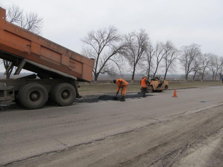 На дорогах Кіровоградщини триває аварійний ремонт. ФОТО, фото-1