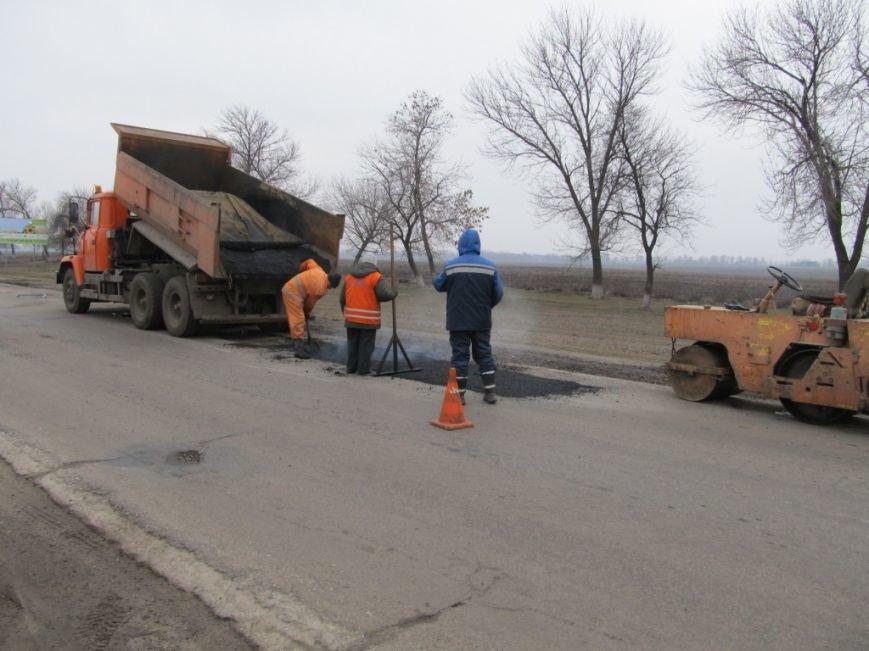 На дорогах Кіровоградщини триває аварійний ремонт. ФОТО, фото-2