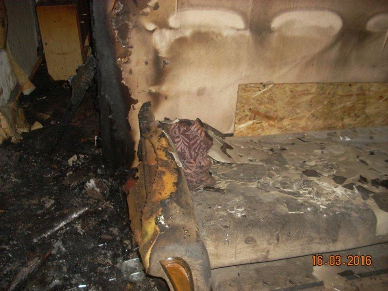 Из горящей сталинки в Засвияжье спасли ребенка, но в пожаре погиб мужчина, фото-2