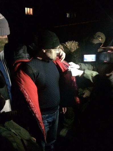 В Донецкой области сотрудник военкомата за освобождение от мобилизации вымогал 600 долларов (ФОТО) (фото) - фото 1