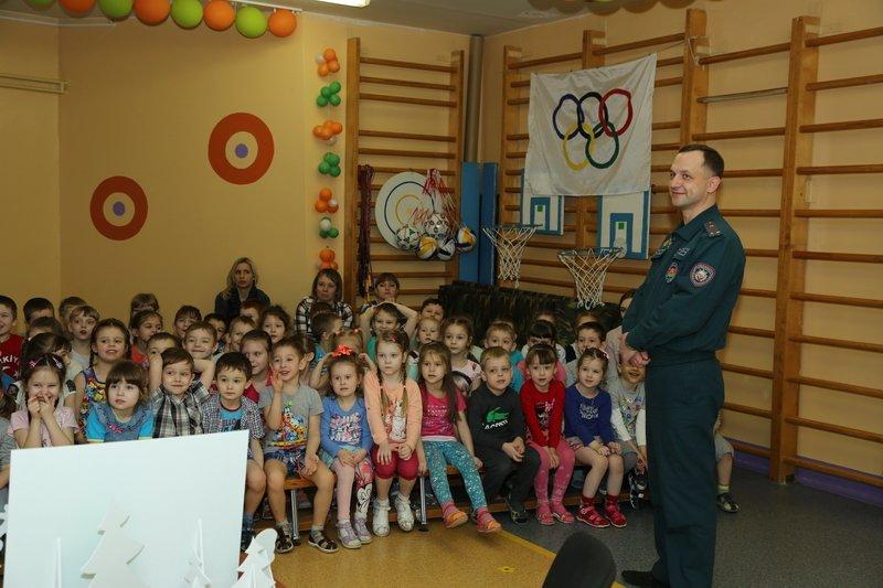 Новополоцкие спасатели сыграли с детьми в «Опасно» - «Безопасно», фото-4