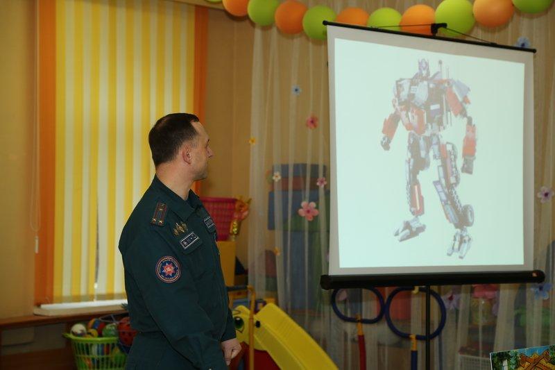 Новополоцкие спасатели сыграли с детьми в «Опасно» - «Безопасно», фото-3