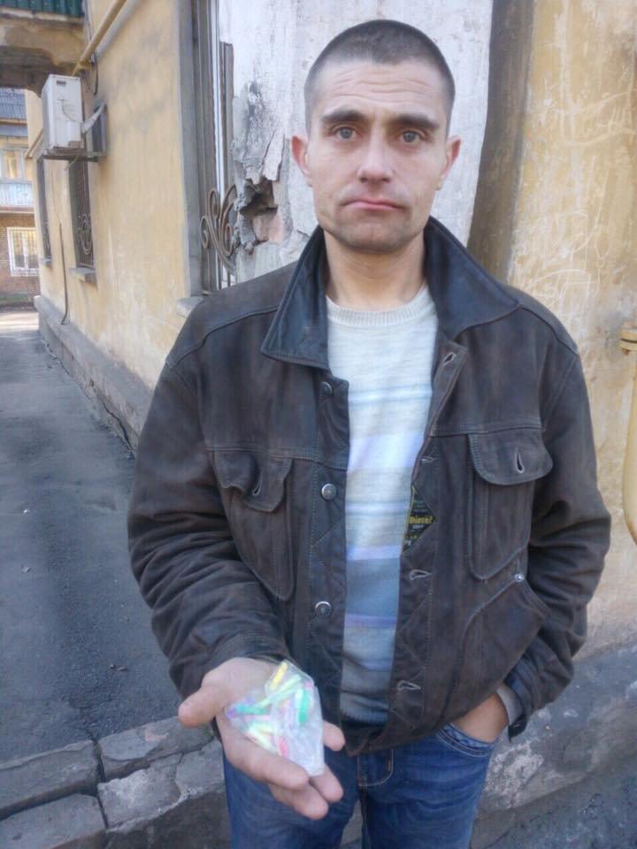 """В Кривом Роге наркоторговца с """"метамфетамином"""" задержали после сообщения в соцсети (ФОТО), фото-3"""