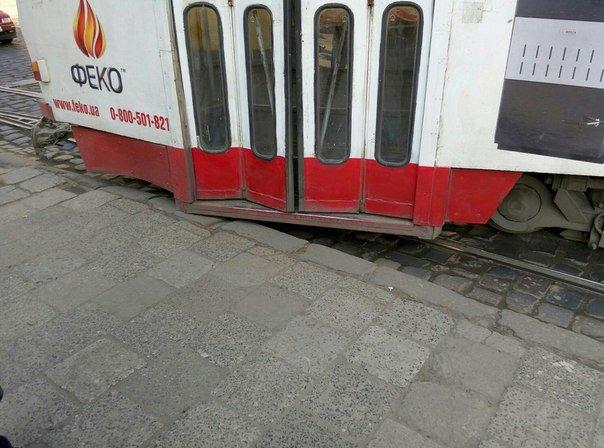 У Львові зійшов з рейок трамвай (ФОТО) (фото) - фото 3