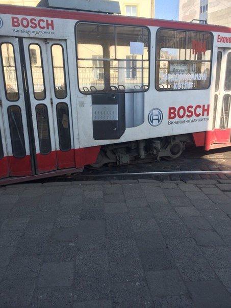 У Львові зійшов з рейок трамвай (ФОТО) (фото) - фото 1