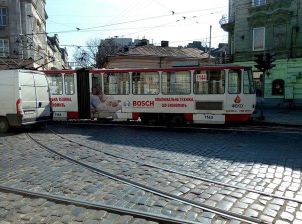У Львові зійшов з рейок трамвай (ФОТО) (фото) - фото 2