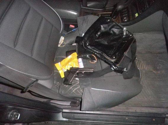 Черниговская полиция задержала одессита с пистолетом (фото) - фото 1