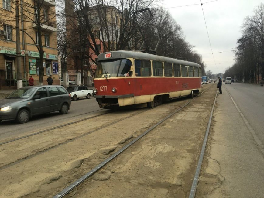 На проспекте Ивана Мазепы сошел с рельсов очередной трамвай (ФОТО) (фото) - фото 5