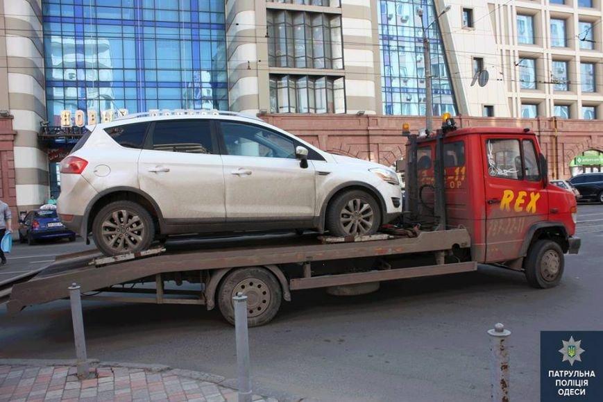 """0d4520af6288cc2dae72d36a1f1c790d Возле одесского """"Привоза"""" гость на джипе заблокировал движение трамваев"""