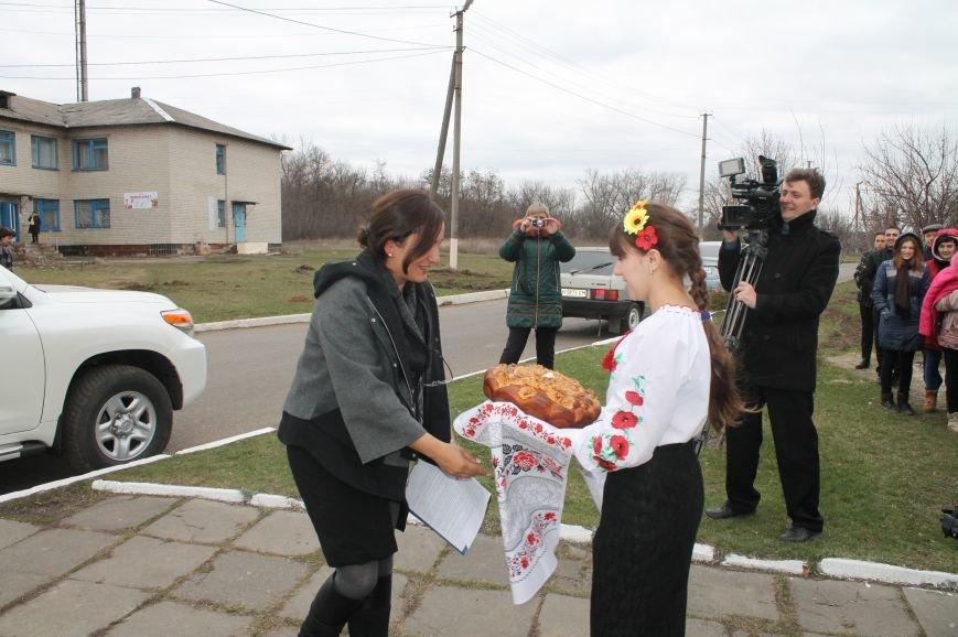 В селе Красное открыли обновленное помещение амбулатории, фото-1