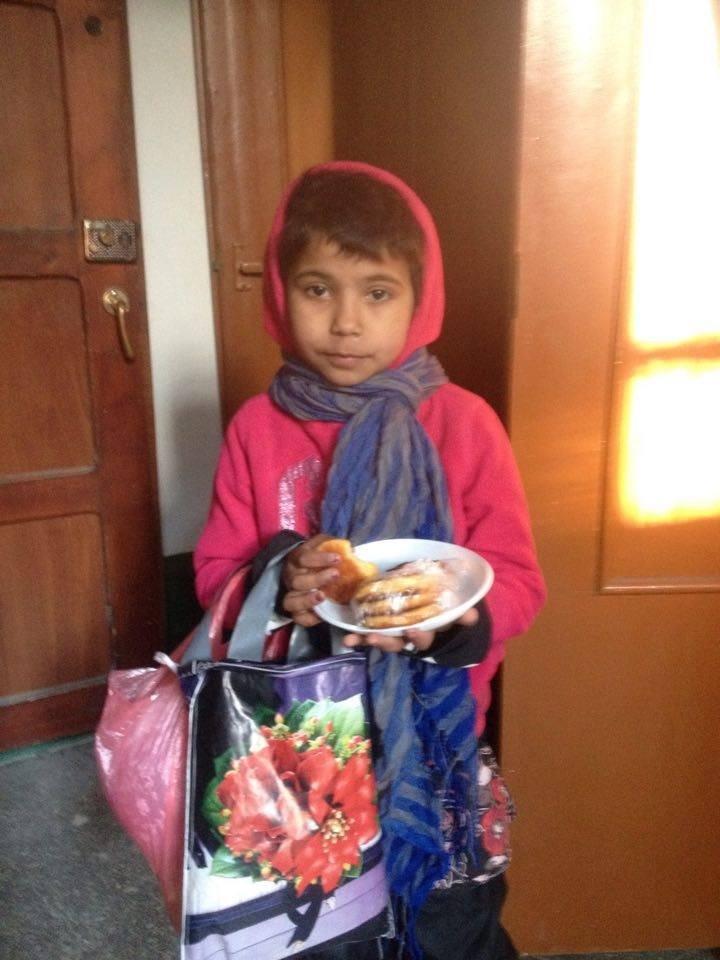 Малолітня циганка розповіла, як її заставляють заробляти для баткьів-пияків (фото) - фото 1