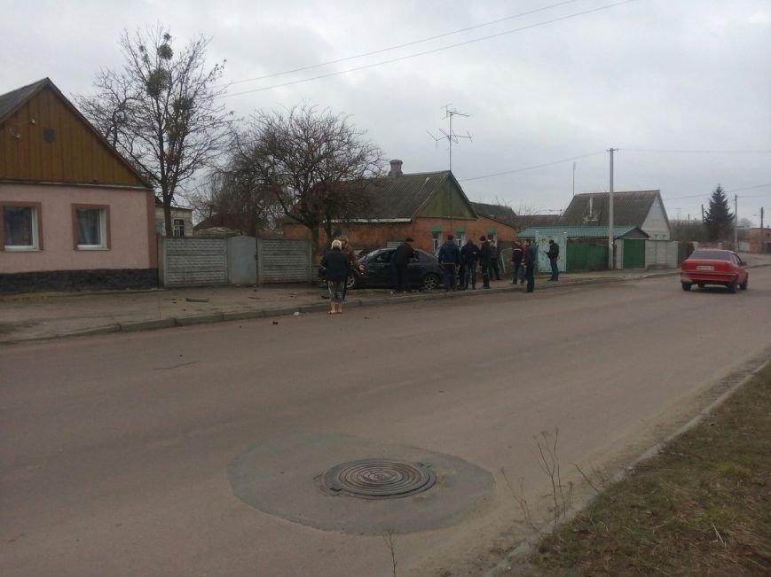 В Сумах BMW въехала в бетонный забор (ФОТО) (фото) - фото 1