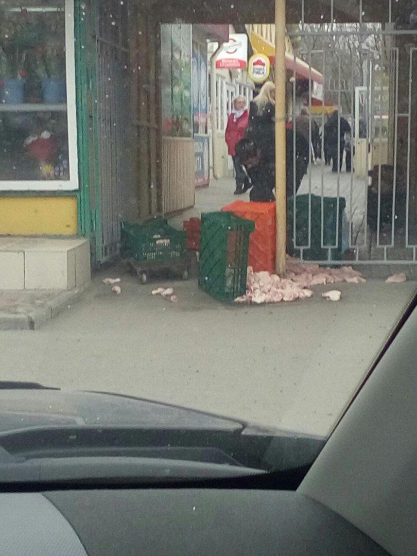 На Днепропетровском рынке продают испорченную курицу (ФОТОФАКТ) (фото) - фото 1