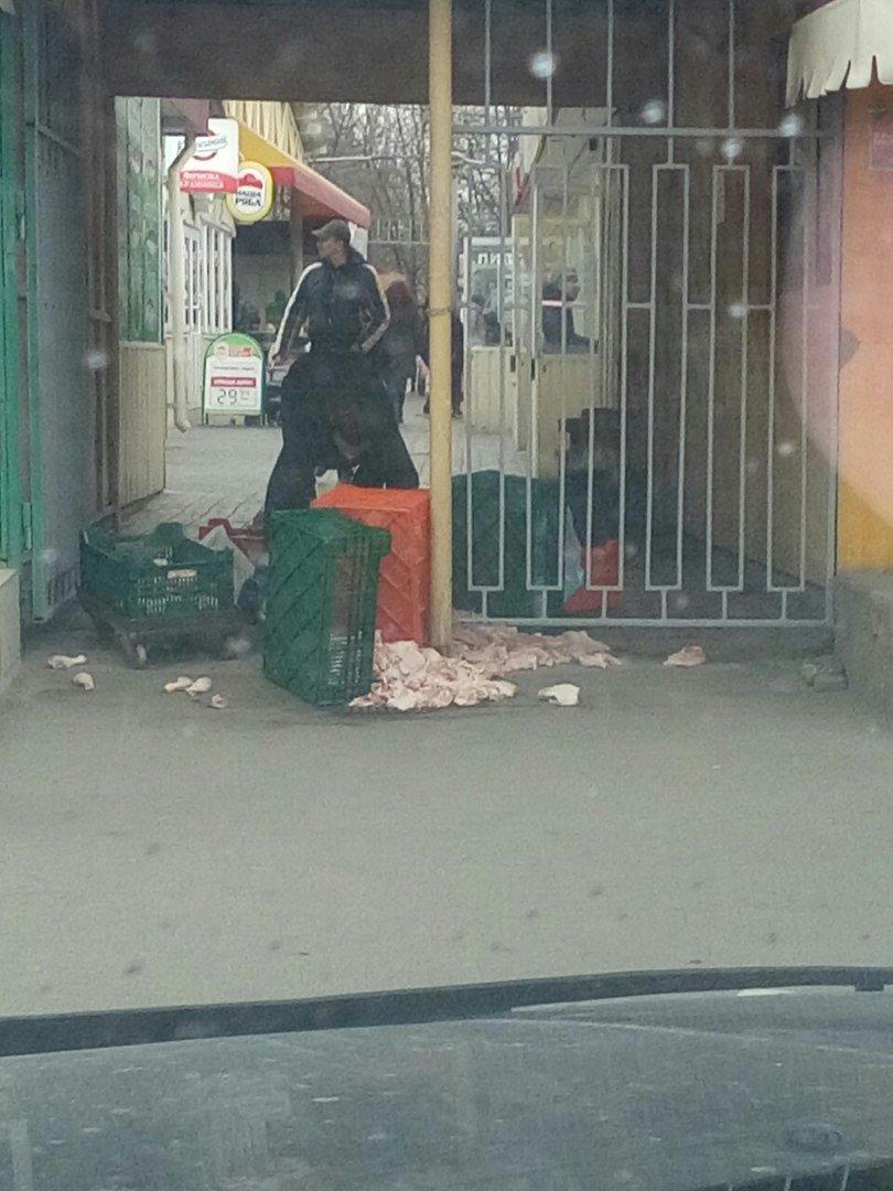 На Днепропетровском рынке продают испорченную курицу (ФОТОФАКТ) (фото) - фото 3