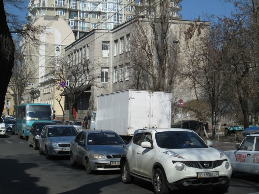 78d262830c0d558701b3ff5f43a33b50 В центре Одессы у троллейбуса взорвалось колесо