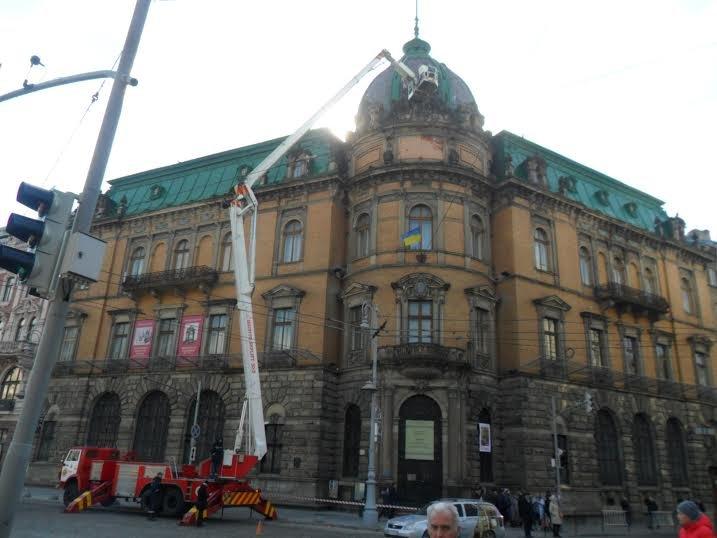 У центрі Львова відреставрують статую Свободи (ФОТО), фото-3