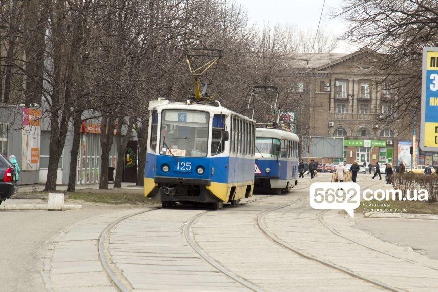 В Днепродзержинске в ДТП на проспекте Тараса Шевченко столкнулись Dacia и Mazda, фото-4