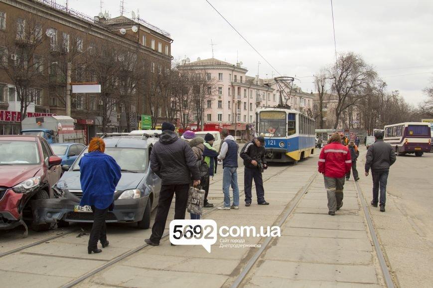 В Днепродзержинске в ДТП на проспекте Тараса Шевченко столкнулись Dacia и Mazda, фото-2