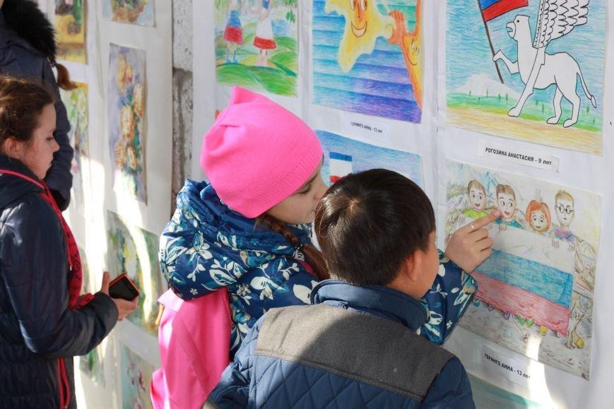 «Вместе навсегда» - в Алупке открылась художественная выставка, посвященная Крымской весне, фото-1