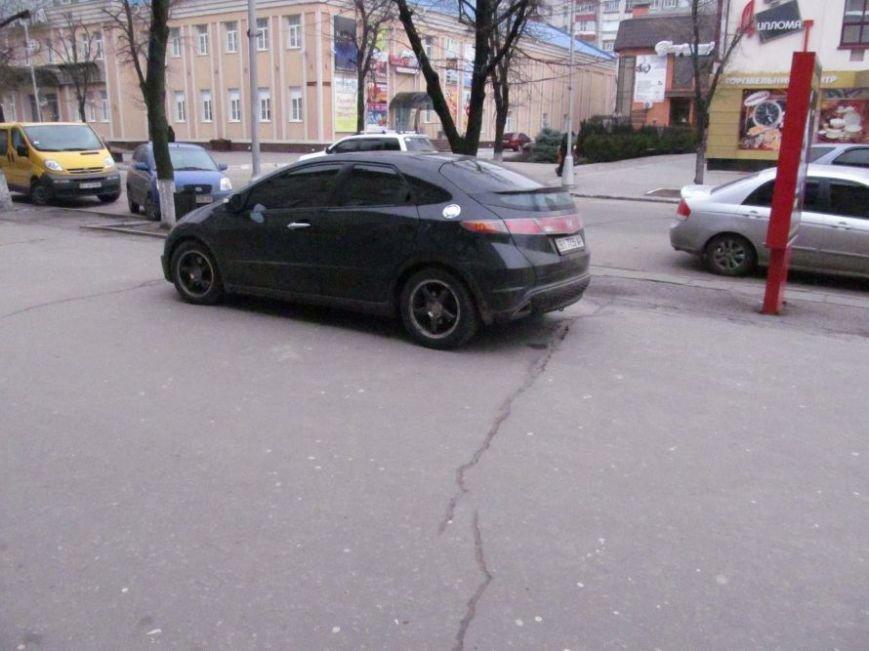 В Кременчуге припаркованные с нарушениями автомобили будут эвакуированы на штрафплощадку (фото) - фото 1