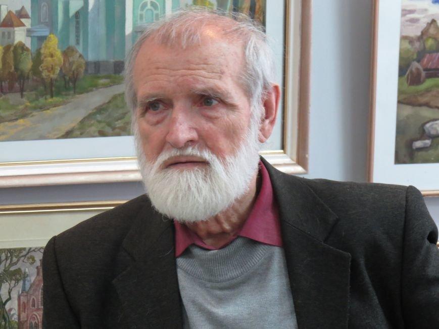В Мариуполе состоялась выставка к юбилею Виктора Кофанова (ФОТО), фото-1