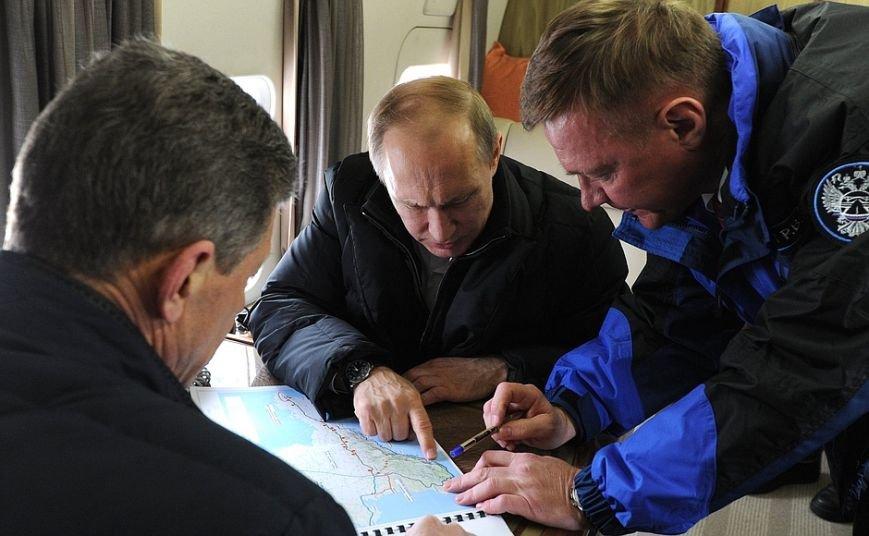 Президент с вертолета осмотрел стройку Крымского моста (ФОТО) (фото) - фото 3