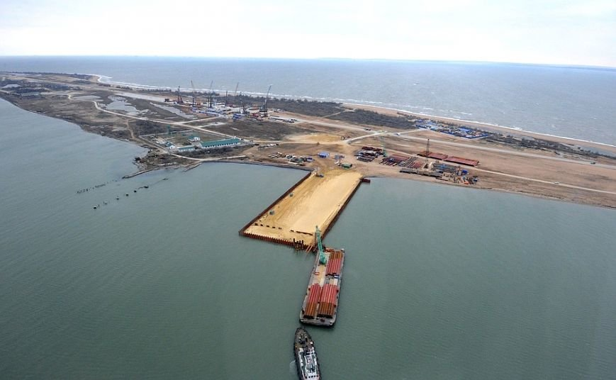 Президент с вертолета осмотрел стройку Крымского моста (ФОТО) (фото) - фото 4