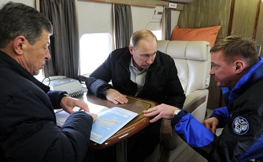 Президент с вертолета осмотрел стройку Крымского моста (ФОТО) (фото) - фото 1