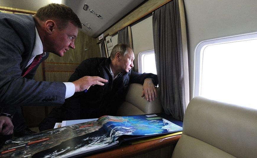 Президент с вертолета осмотрел стройку Крымского моста (ФОТО) (фото) - фото 2