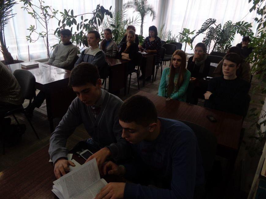 «Захочеш – і будеш!» - в Красноармейской городской библиотеке имени Т. Г. Шевченко поговорили об удивительной Эмме Андиевской (фото) - фото 8