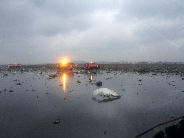 В Ростове-на-Дону разбился пассажирский Boeing, на борту был 61 человек (фото) - фото 2