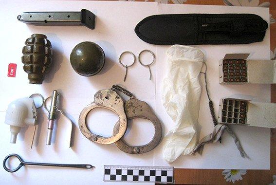 под Одессой у ветерана АТО обнаружили целый арсенал оружия и боеприпасов (ФОТО) (фото) - фото 1