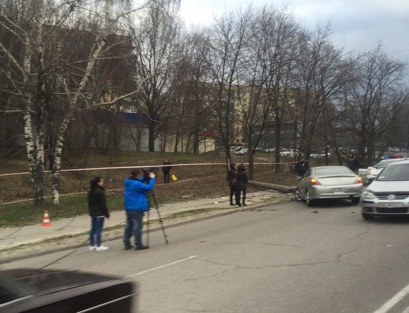 Тройное ДТП на Слобожанском и как иномарка на Соколе столб сбила: подробности (ФОТО) (фото) - фото 1