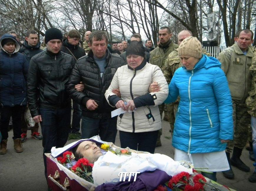 На Полтавщині провели в останню путь бійця АТО (ФОТО) (фото) - фото 5