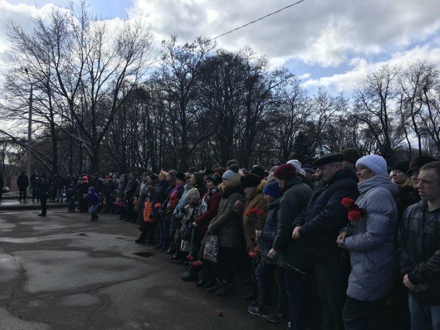 В Кривом Роге торжественно открыт первый в Украине монумент памяти погибшим в зоне АТО Героям (ФОТО) (фото) - фото 2