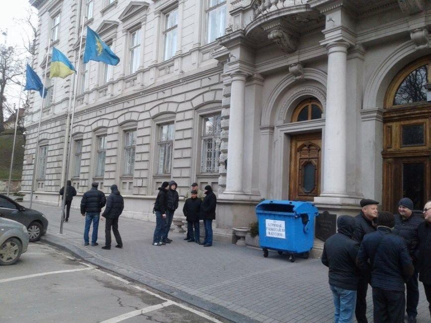 Поблизу Львівської ОДА встановили