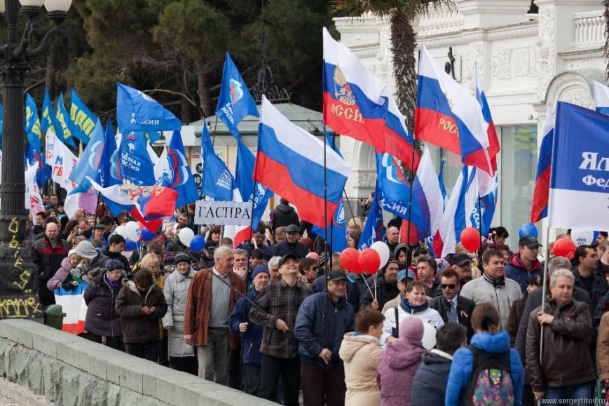 Ялтинцы отметили вторую годовщину воссоединения Крыма с Россией шествием по набережной и митингом (ФОТО), фото-3