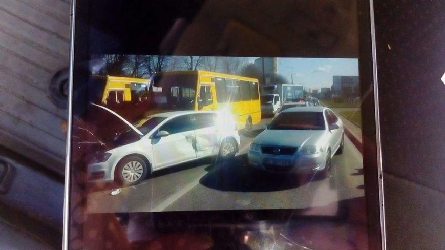 На проспекті Чорновола у ДТП потрапила маршрутка (ФОТО), фото-1