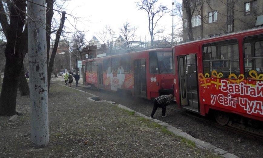 Возле парка Шевченко в трамвае №1 произошло возгорание (ФОТО) (фото) - фото 3